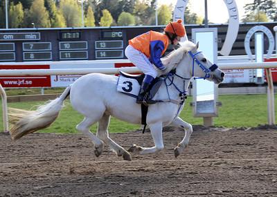 Angel Chimell vinner under Tea Skippari | Dalva Cup Kat B | Täby 140504 | Foto: Klara Röstlund / Svensk Galopp