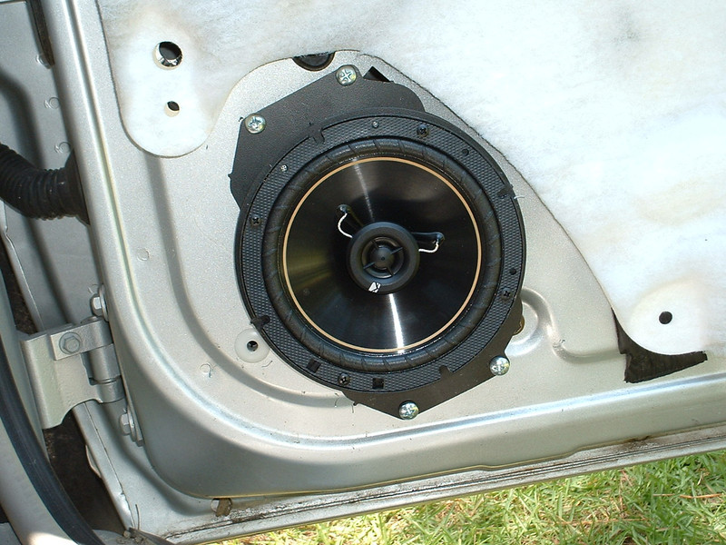 """Aftermarket speaker and speaker adapter  from  <a href=""""http://www.car-speaker-adapters.com/items.php?id=SAK055""""> Car-Speaker-Adapters.com</a>   installed"""
