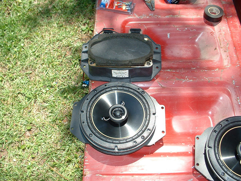"""Comparison <br> Top: Factory speaker and pod <br> Bottom: Aftermarket speaker and speaker adapters  from  <a href=""""http://www.car-speaker-adapters.com/items.php?id=SAK055""""> Car-Speaker-Adapters.com</a>"""