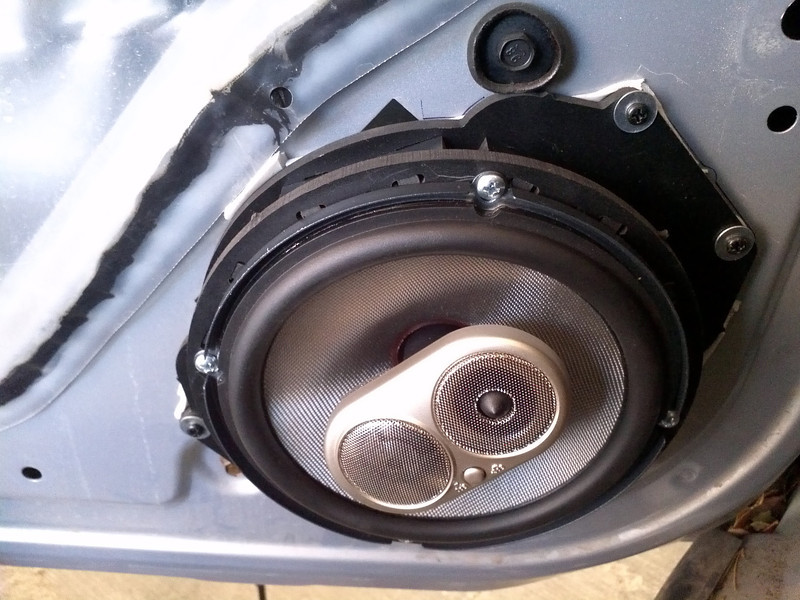 """Aftermarket speaker and speaker adapter rings from   <a href=""""http://www.car-speaker-adapters.com/items.php?id=SAK055""""> Car-Speaker-Adapters.com</a>"""