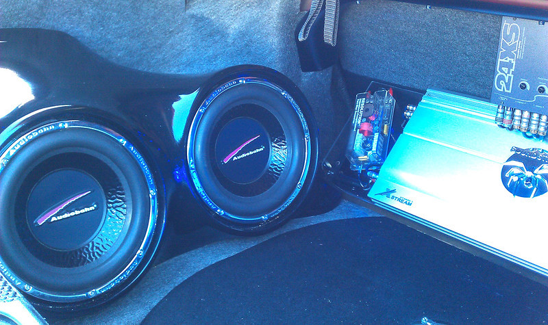 Amplifier and subwoofers in trunk