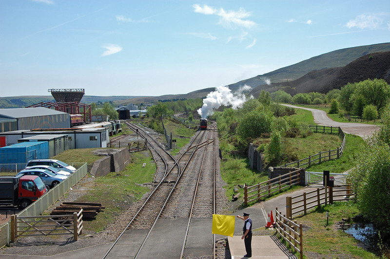 Colin gives the okay as 71515 approaches Furnace Sidings
