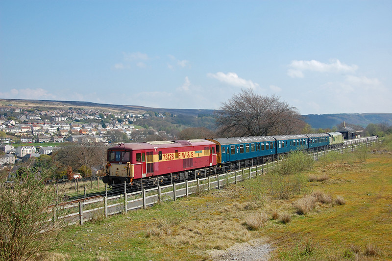 An afternoon service departs from Blaenavon High level