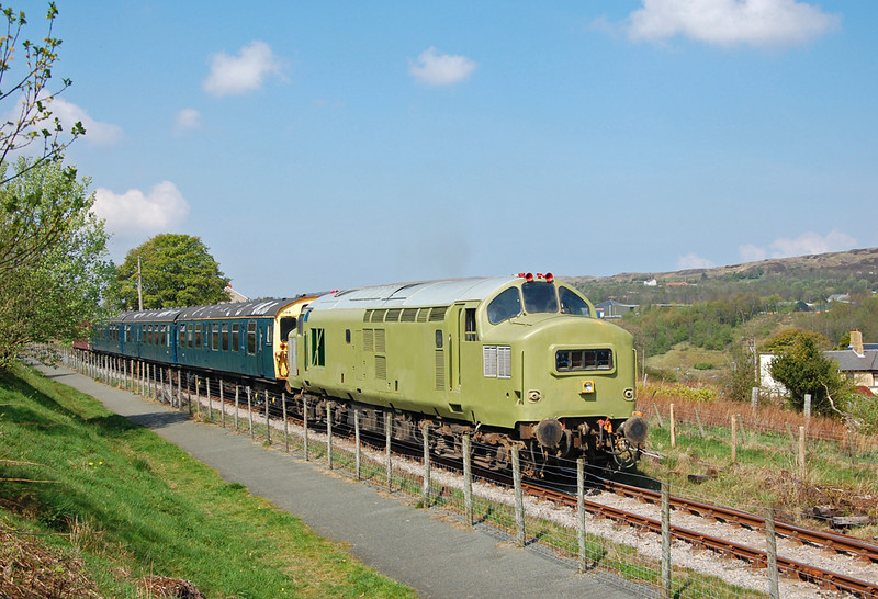 37216 leads the train through Forgeside