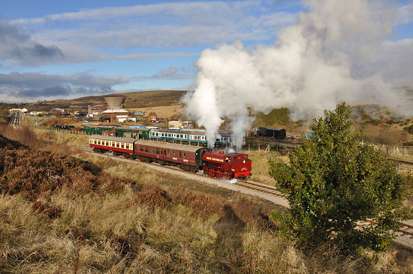 With a holly bush for tha festive touch, 71515 brings the first Santa Special of the 2012 season down the branch to Big Pit