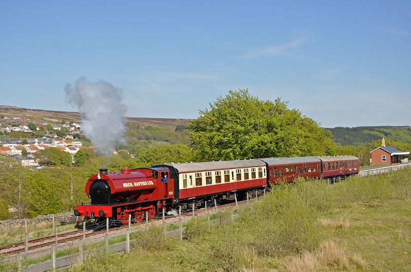 Last train of the day leaves Blaenavon High Level.