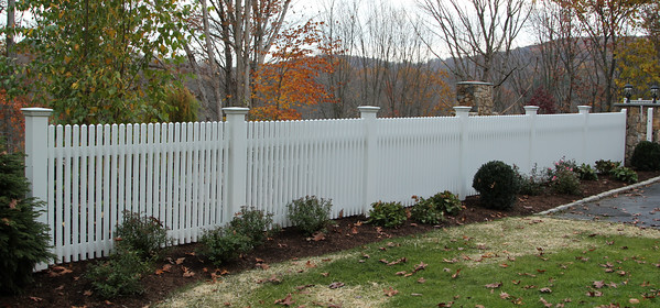 177 - 549354 - Ridgefield CT - Chestnut Hill Pool Fence