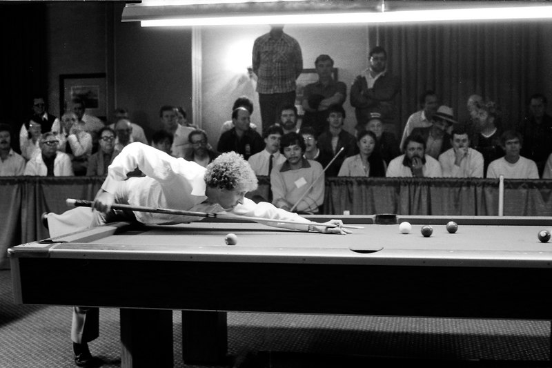 Nick Varner shooting while Efren Reyes watches.