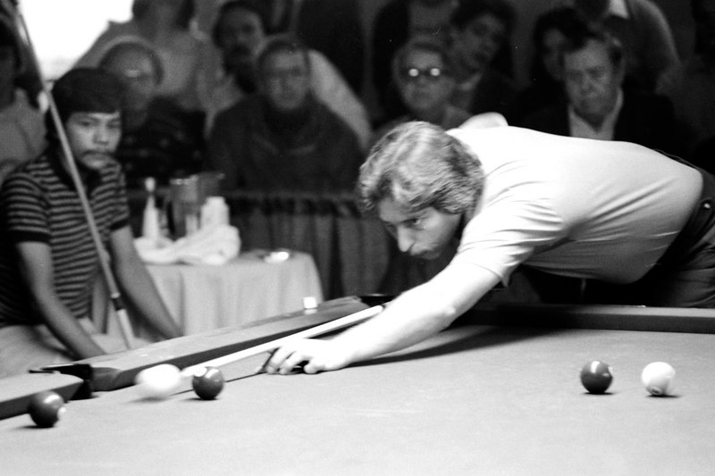 Earl Strickland shoots as Efren Reyes looks on. Did anyone ever show more intensity while shooting than Earl?