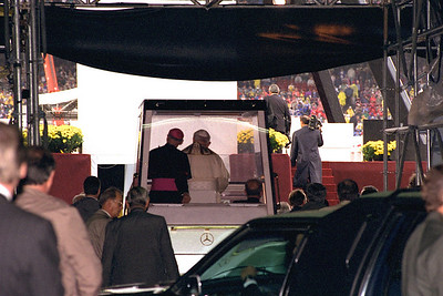 Popemobile at Giants Stadiom