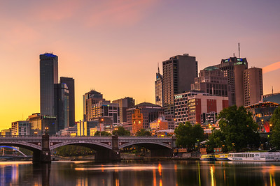 Sunset over Melbourne downtown and Yarra River