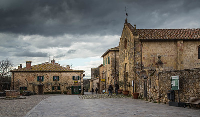 Main and only one Square - Monteriggioni
