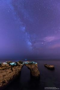 Via lactea sobre el arco de la playa de Albandeira / Milky way on the arch of the beach of Albandeira