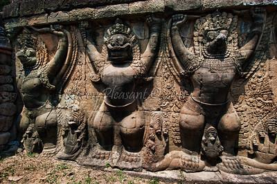 Garudas, Angkor Thom