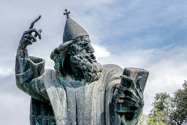The statue of Grgur Ninski