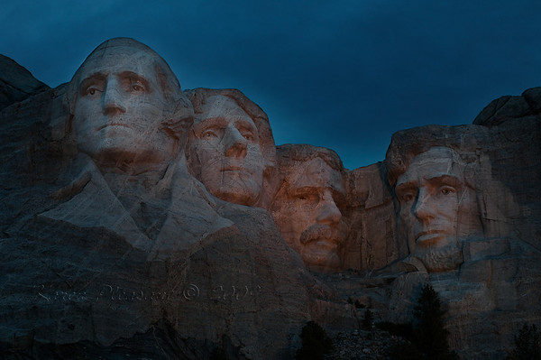 Night @ Mount Rushmore