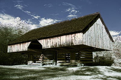 Tipton family cantilevered barn, Smokey Mountains NP