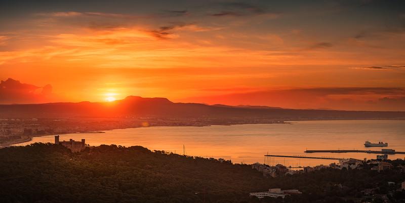 Sunrise in Palma Bay