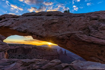 Los primeros rayos de sol en mesa arch / The first rays of sunshine in mesa arch