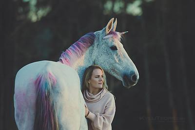 Donna the Unicorn ja Maarja.  Foto: Külli Tedre-Gavrilov / www.kyllitedre.com