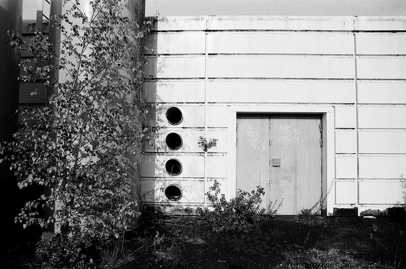 Abandoned garage (Tri-X 400 film)