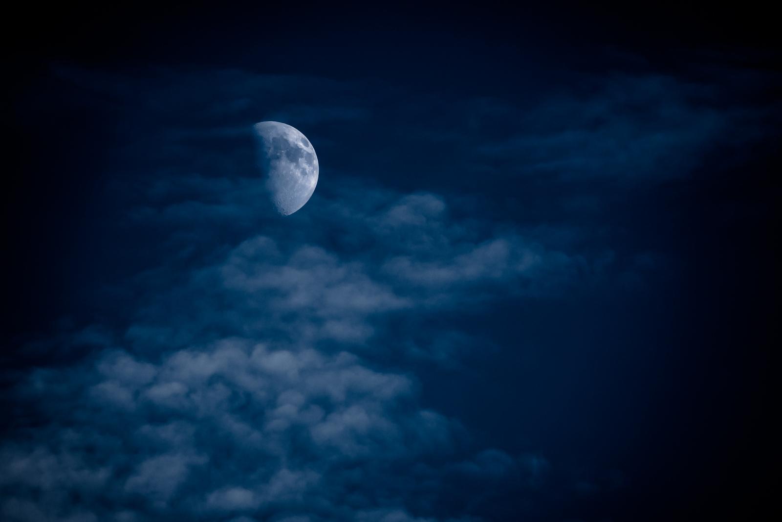 02 Blue moon - 74x103cm Cicléprint with black frame, passepartout and museum glass