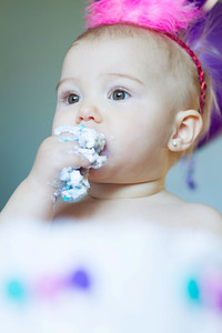 cake smash sessions girl copyrighted by laruecherie photography