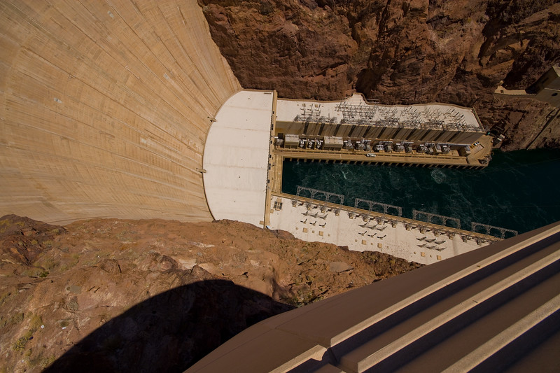 There are 17 main turbines and two station-service units located in the U-shaped structure at the base of the dam. They produce between 2 and 10 billion kilowatt-hours of electricity each year.