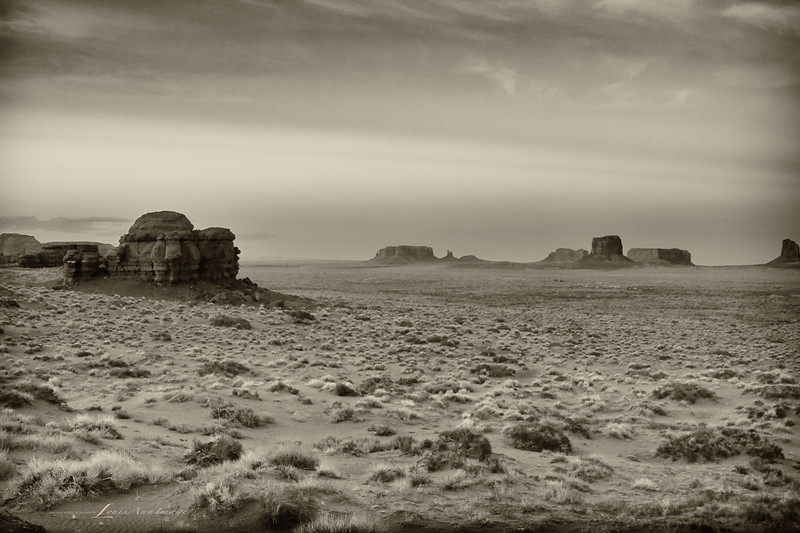 Eve of the Ancient...<br /> Dusk - Mystery Valley eastward to Monument Valley, Arizona side.