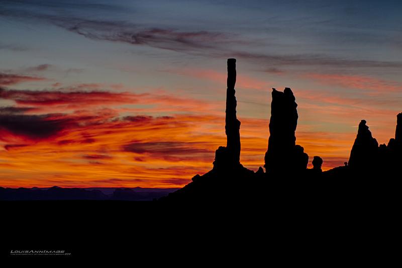 "The Totem Poles at morning - Monument Valley, Navajo Tribal Park, Arizona See More of Arizona & Utah - ""The Southwestern Sun' here: http://smu.gs/RfQCCf"