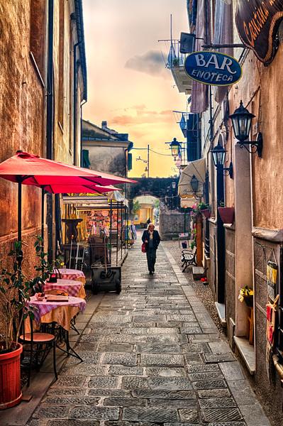 Evening Stroll ~ Monterosso, Liguria, Italia