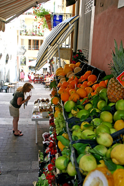 Red inspects produce - A mountainside city set intentionally on the cliffs to allow its inhabitants to defend themselves from ancient invaders, the streets of Taormina are as picturesque as any in Europe.