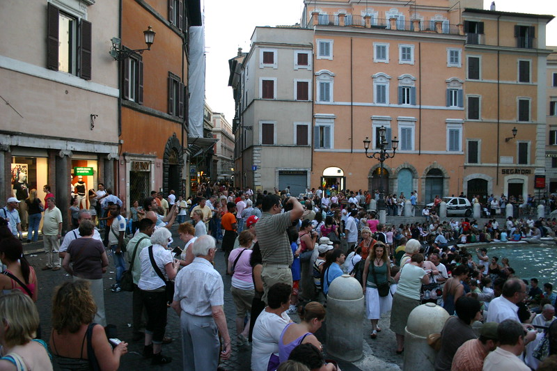 A visit just at dusk, finds the court full of tourists and locals alike - enjoying the scene.