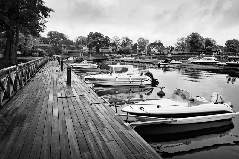 Boat Dock in suburb city Sigtuna near Stockholm >>
