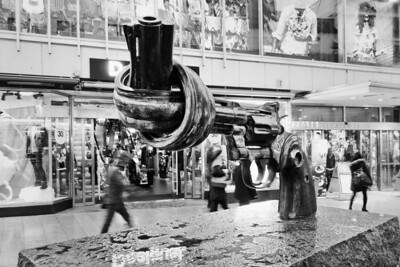 Pistol Monument / Памятник пистолету