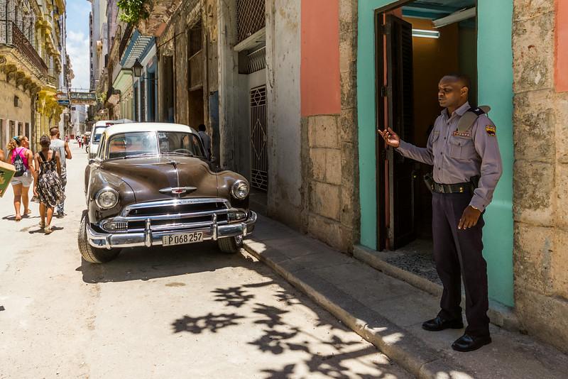 Кубинские полицейские —подтянуты и собраны