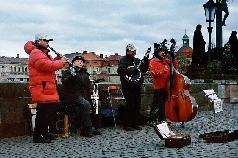 - Музыканты на Карловом мосту, Прага, Чешская республика<br /> - Musicians on Charles Bridge, Prague, Czech Republic