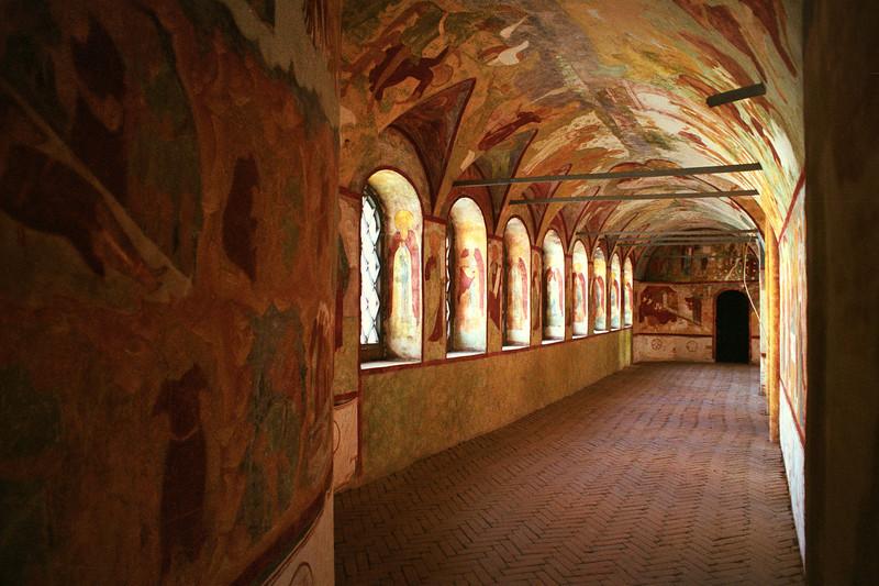 В одной из галерей Кремля. Ростов Великий