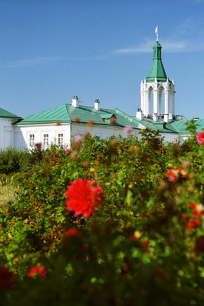 Одна из угловых башен стен кремля. Ростов Великий
