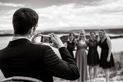auch Handyfotos gehören zu einer Hochzeit.
