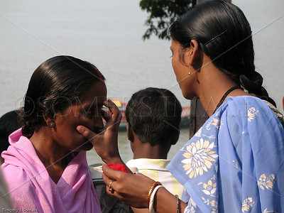 Applying tilak near Kali Temple ghat, Dakshineswar