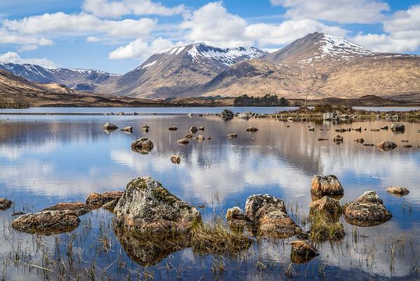 Lochan na h-Achlaise, ein See im moor bei Glencoe, Schottland