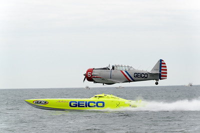 Miss GEICO Powerboat v.s. GEICO Skytypers Race