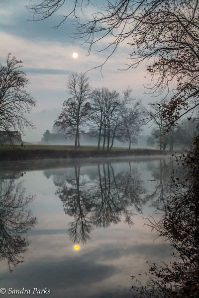 11-15-16: Beaver moon, over the North River