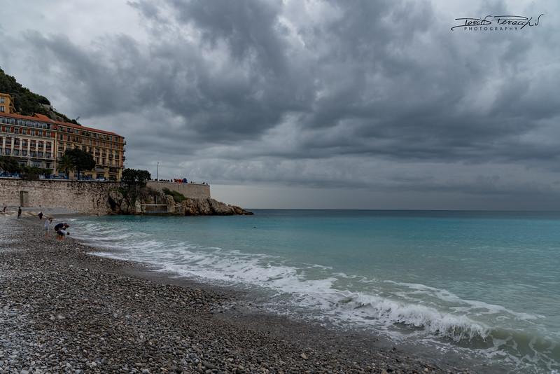 Il Mare Azzurro Di Nizza