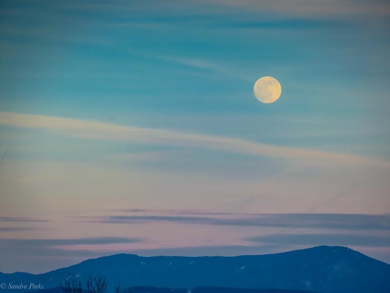 1-9-2020: Full moon over Centerville