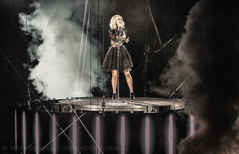 CarrieUnderwood-2
