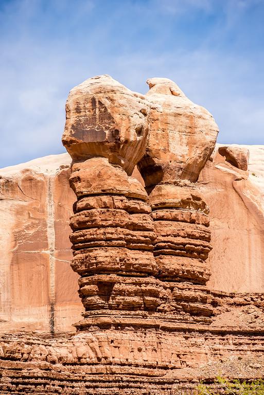 hoodoo rock formations at utah national park mountains
