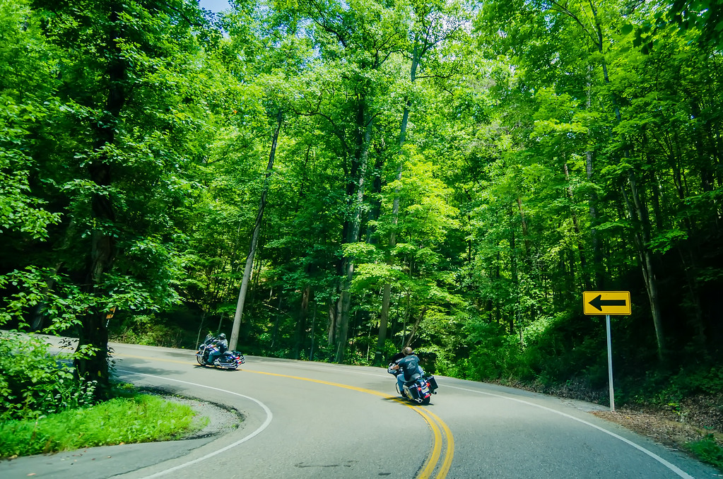 tail of the dragon scenic road in great smoky mountains