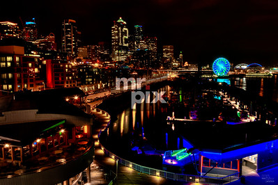 Seattle's 12th Man and the Great Wheel. Architectural Photography by Michael Moore. #seattleharbor #bigwheel #thegreatwheel #seattlewaterfront #seattleseahawks #gohawks